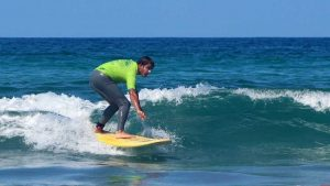 Aprende a surfear en clases surf intermedio