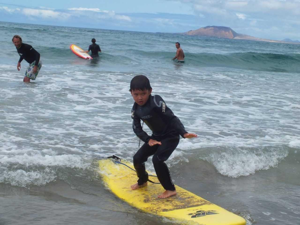 surf lesson chidren