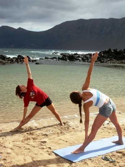 yoga red star surf school lanzarote