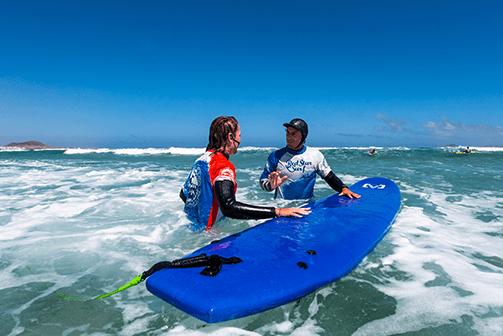 surf instructor of our surf school always neaby famara lanzarote redstarsurf surfkurs