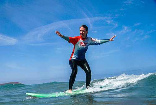 surf your first wave beginner surf lessons on the beach for clases de surf para principiantes famara lanzarote canary islands surfkurs beginner