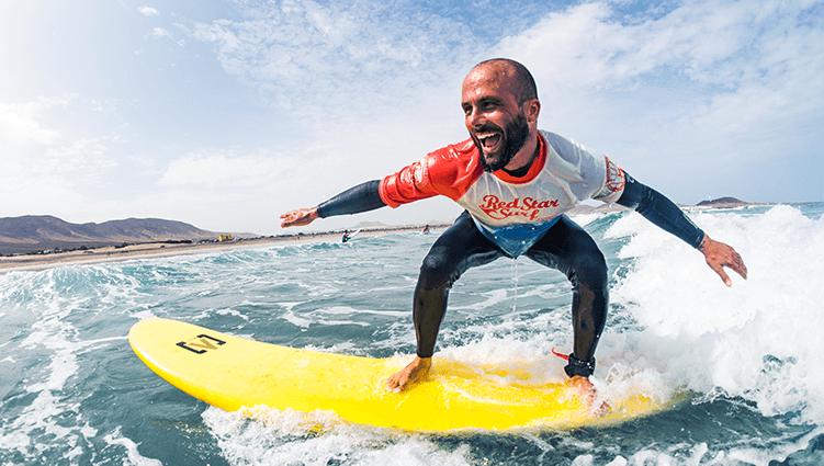 curso de surf surfing lessons famara lanzarote redstarsurf escuela de surf y surf camp
