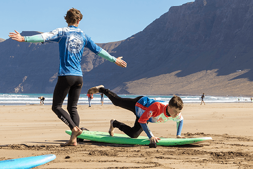 beginner surf lessons on the beach for clases de surf para principiantes famara lanzarote canary islands